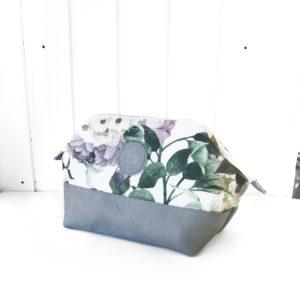 Kulturbeutel-M-winter-blossom-grey-manufaktur-nicola-marisa-2