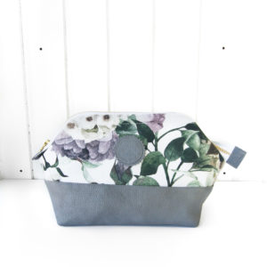 Kulturbeutel-M-winter-blossom-grey-manufaktur-nicola-marisa-3