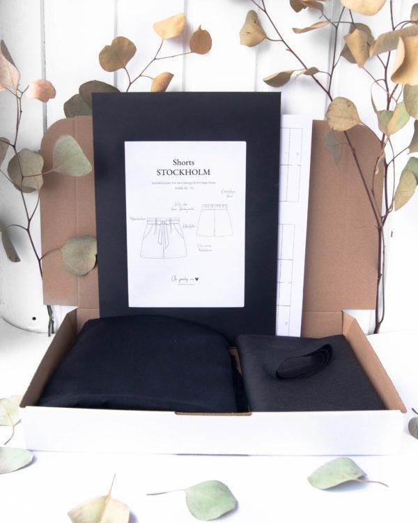 Nähpaket zum Nähen einer Shorts aus schwarzem Tencelstoff