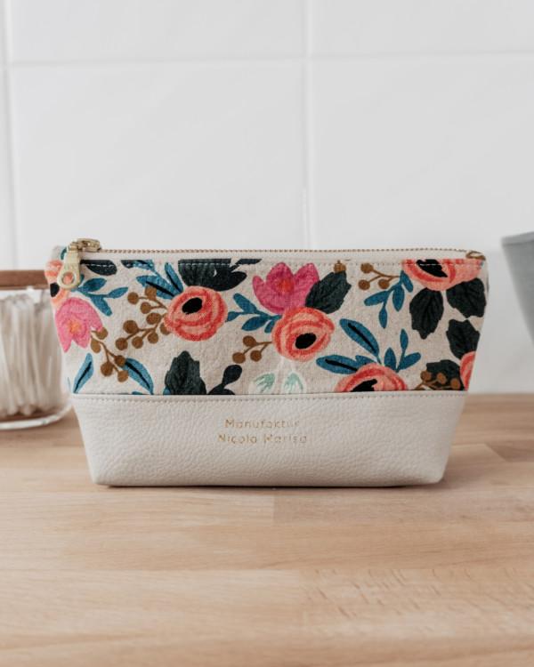 WILD ROSES nachhaltige Kosmetiktasche Kulturbeutel Stiftemappe Bügeltasche Manufaktur Nicola Marisa