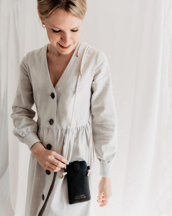 nachhaltige Handytasche Handykette Black Schwarz Vegan Kunstleder Iphone X 11 Pro 10 Handmade Manufaktur Nicola Marisa (2)