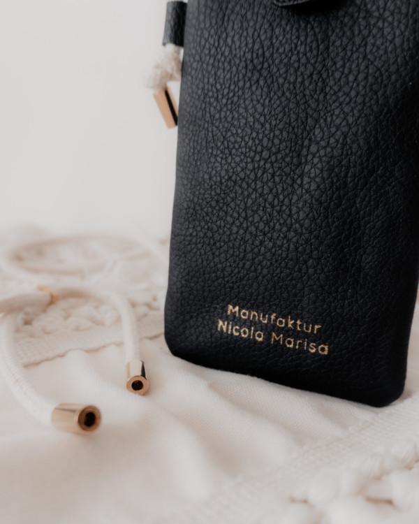nachhaltige Handytasche Handykette Black Schwarz Vegan Kunstleder Iphone X 11 Pro 10 Handmade Manufaktur Nicola Marisa (3)