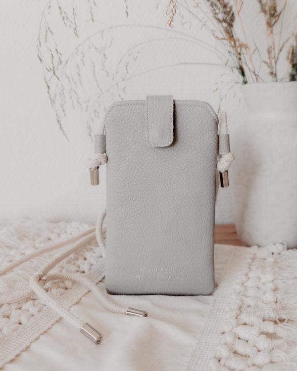 nachhaltige Handytasche Handykette Hellgrau Vegan Kunstleder Iphone X 11 Pro 10 Handmade Manufaktur Nicola Marisa (3)