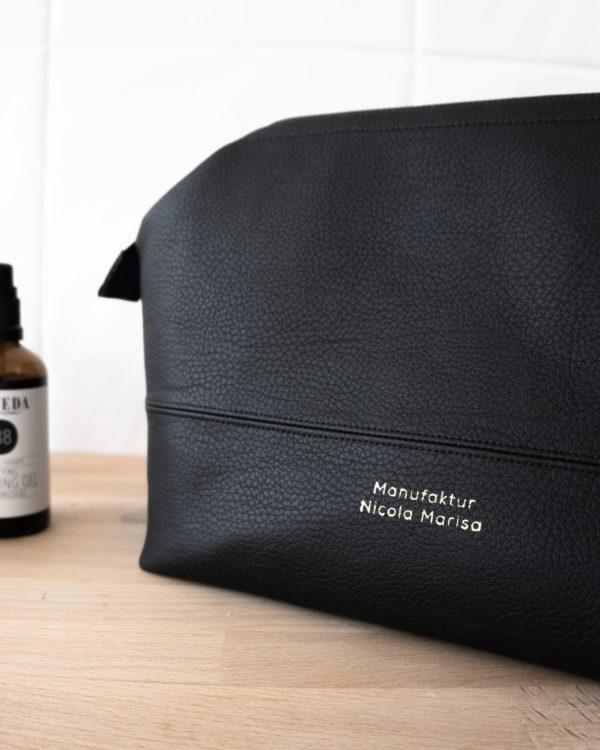 Slowfashion Kosmetiktasche für Frauen und Herren. Auch schön als Geschenkidee.