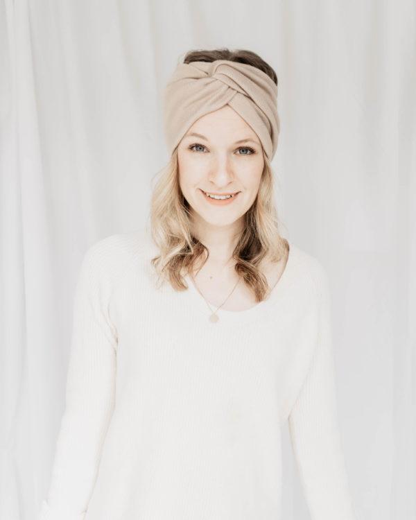 Nachhaltig und handgefertigtes Stirnband aus beigem Strickstoff für Damen