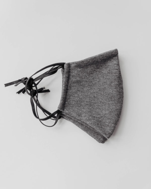 Größenvergleich Baumwollmaske in dunkelgrau