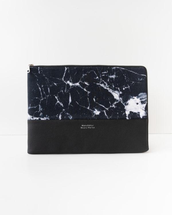 Handgefertigte Laptophülle Marble Dark Vorderansicht